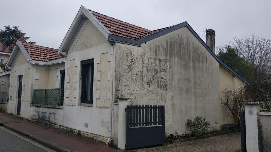 Rénovation de toiture, pose d'un bardage, ravalement de façade pour cette maison située à Mérignac (33700)